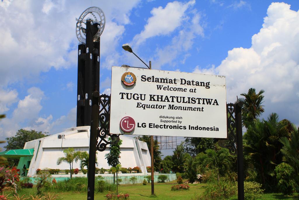 Obyek Wisata Tugu Khatulistiwa Kota Pontianak Terindah 2018 Kab