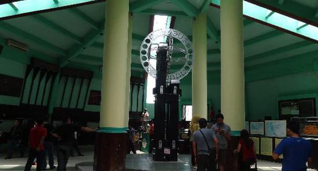 Tugu Khatulistiwa Banyangan Borneo Pontianak Kalimantan Barat Kab