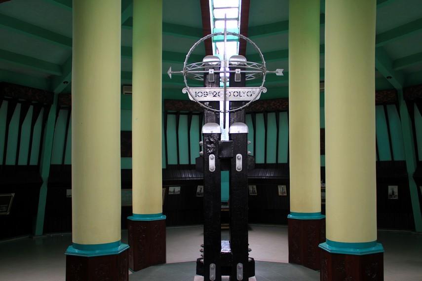 Tugu Khatulistiwa Ikon Sejarah Kota Pontianak Indonesiakaya Kalimantan Barat Menuju