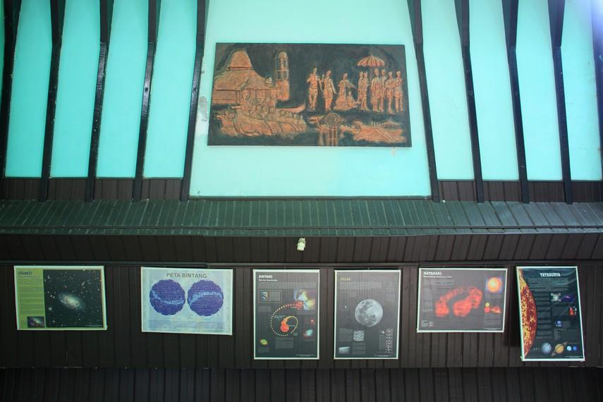 Tugu Khatulistiwa Ikon Sejarah Kota Pontianak Indonesiakaya Memasuki Ruangan Pengunjung