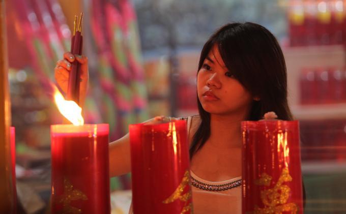 Doa Malam Imlek Tribun Pontianak Galih Nofrio Nanda Umat Membakar