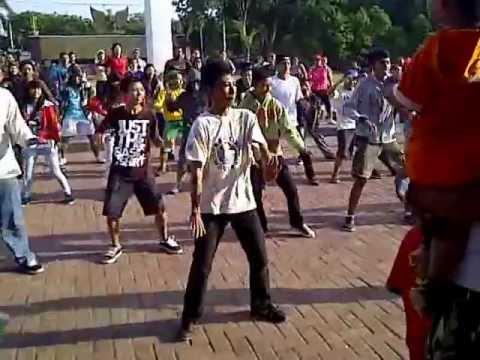 Gangnam Style Flashmob Alun Kota Probolinggo 3gp Youtube Kab