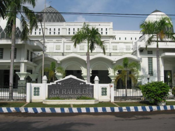 Masjid Agung Ar Raudlah Kraksaan Terbesar Kabupaten Probolinggo Berlokasi Sebelah