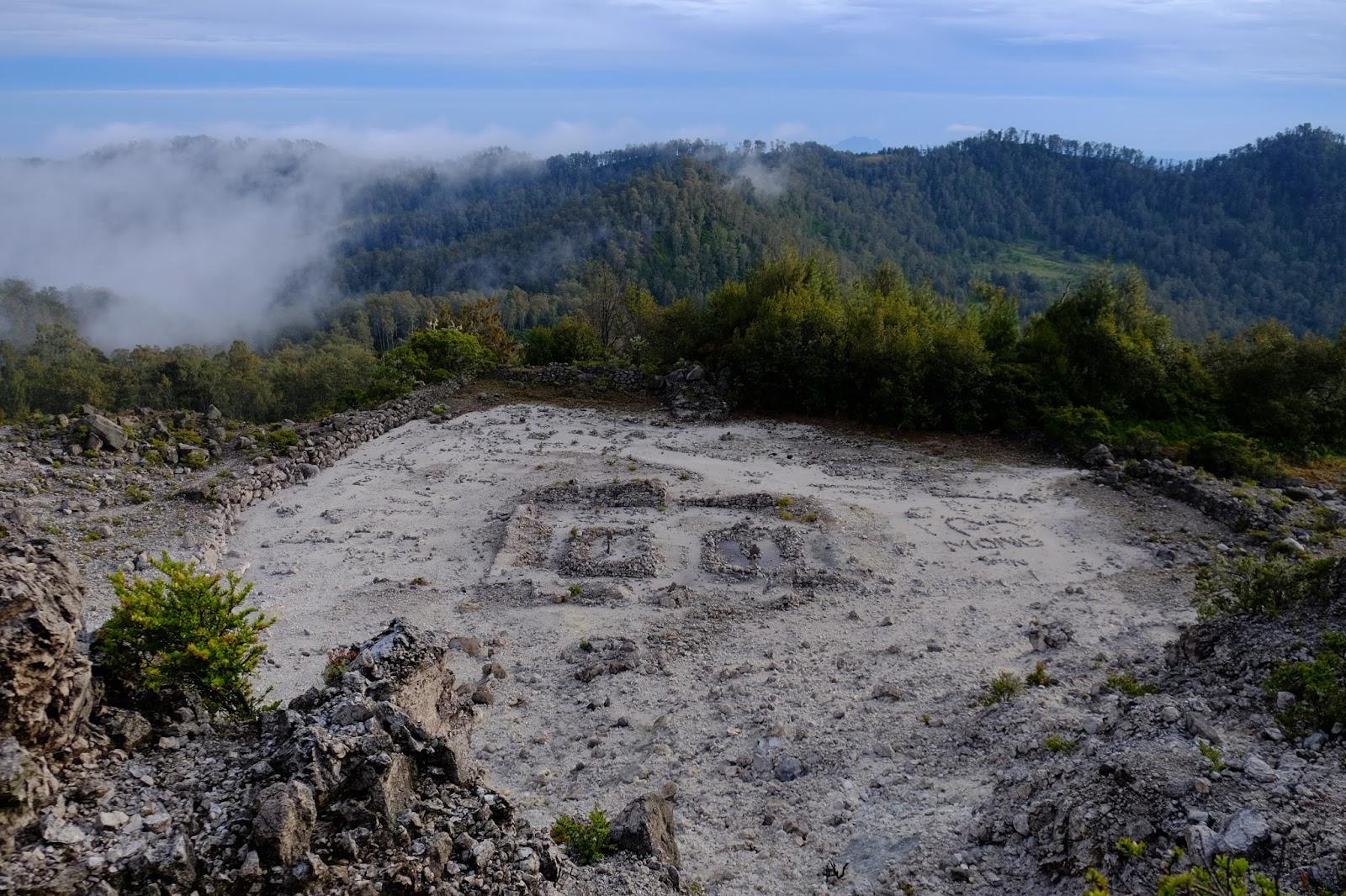 Berkenalan Argopuro Trek Terpanjang Se Jawa Ardiyanta Bekas Pondasi Candi