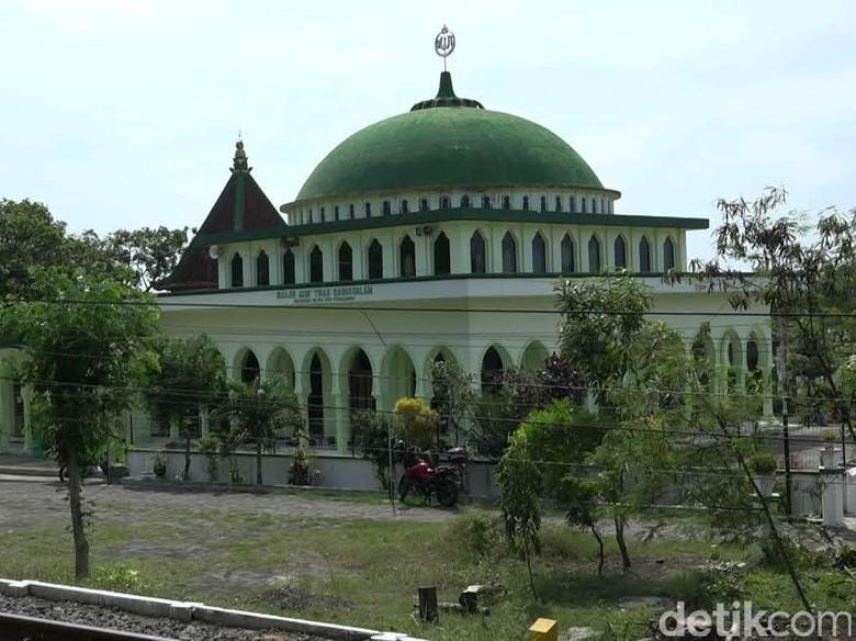 Dikenal Tempat Syekh Maulana Ishaq Sebarkan Agama Islam Masjid Tiban