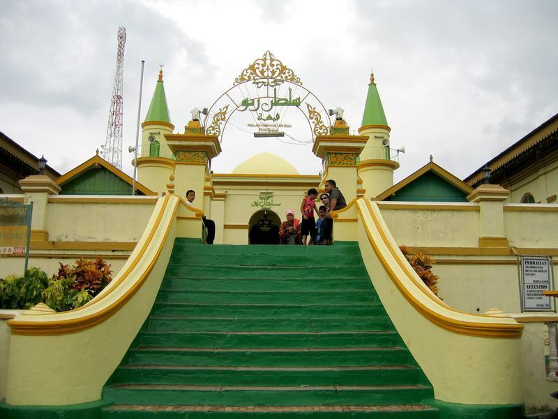 Indonesia Masjid Tiban Babbusalam Kab Probolinggo