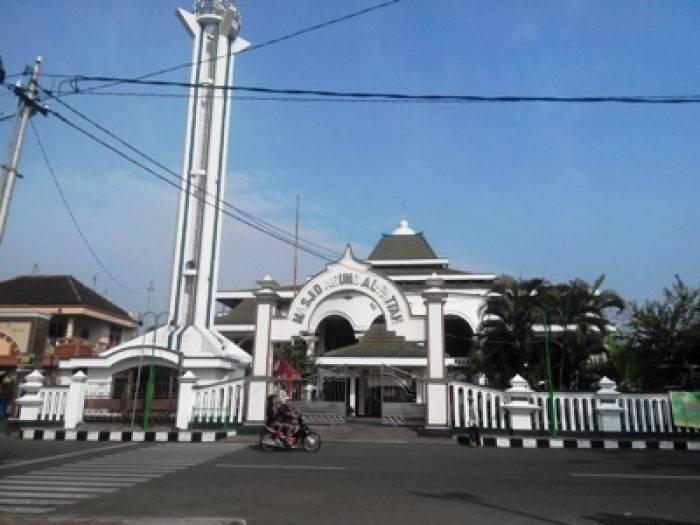 Seabad Berdiri Masjid Agung Al Fattah Mojokerto Memiliki Nama Tiban