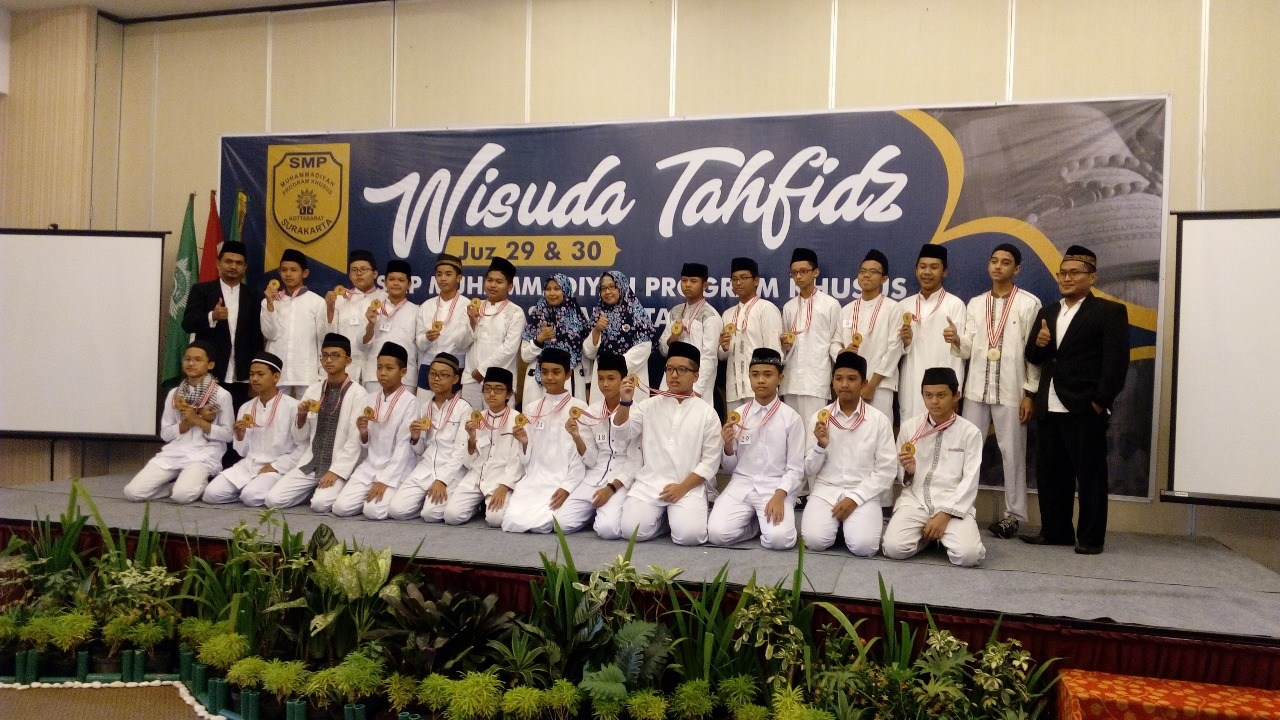 Cetak Generasi Qurani Smp Muhammadiyah Pk Solo Kukuhkan 51 Wisudawan