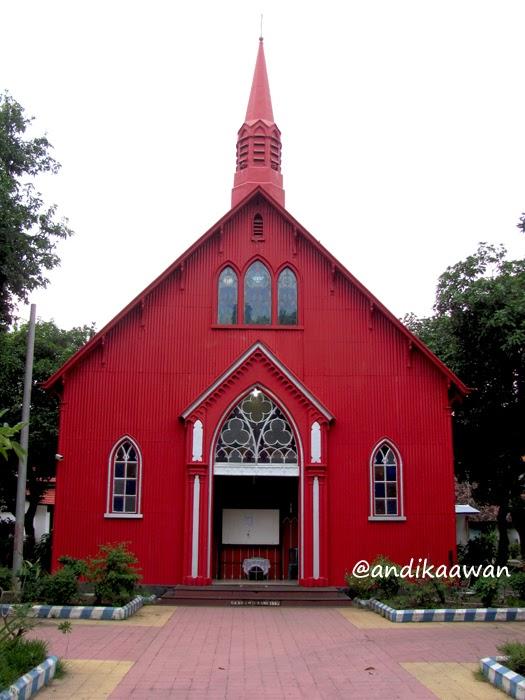 Penikmat Perjalanan March 2014 Ternyata Diajak Masuk Sebuah Gereja Dikenal