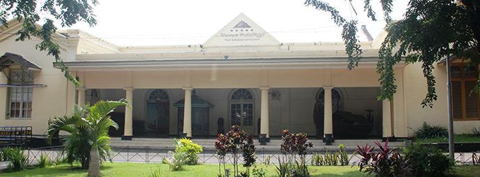 Rental Mobil Murah Probolinggo Museum Sebuah Beradi Jalan Suroyo 7