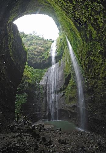 Archipelago Greats Air Terjun Madakaripura Tempat Meditasi Dikelilingi Oleh Tebing