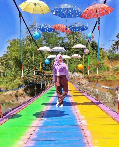 Istimewanya 38 Tempat Wisata Purbalingga Terkenal Jembatan Pelangi Cinta Pring