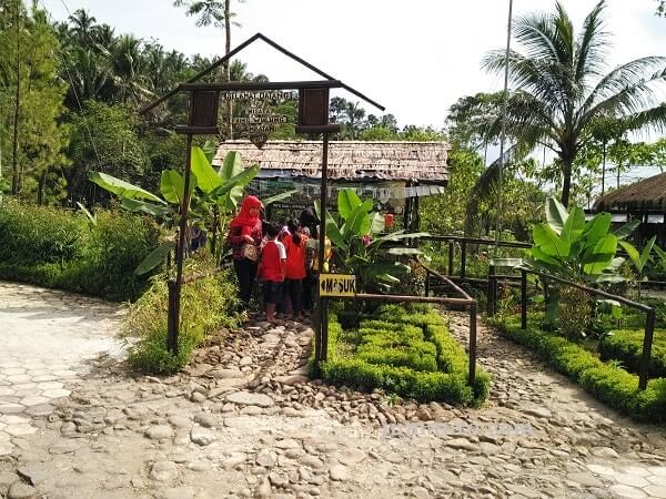 Jembatan Cinta Purbalingga Jomblo Datang Kok Loket Penjualan Tiket Pringwulung