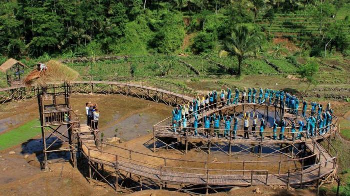 Uniknya Objek Wisata Purbalingga Jembatan Cinta Bambu Wulung Berbentuk Hati
