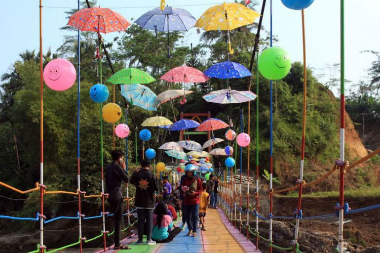 Jawa Tengah Merdeka Nih 6 Desa Wisata Purbalingga Jembatan Pelangi