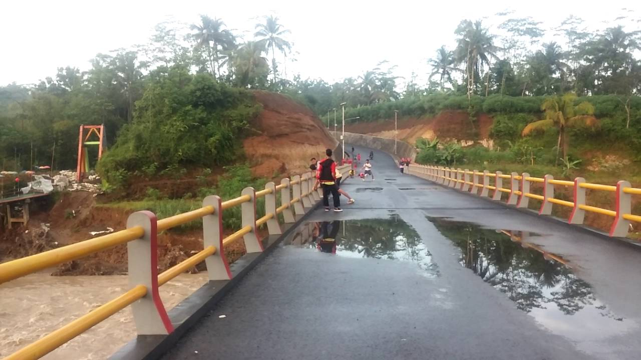 Jembatan Pelangi Dusun Sumingkir Bantarbarang Rembang Purbalingga Youtube Kab