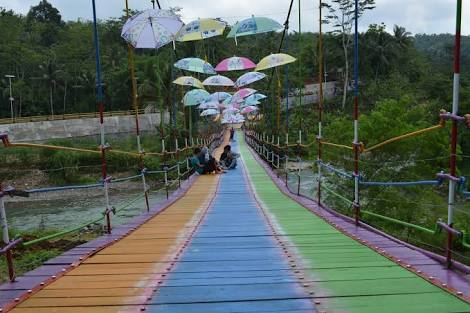 Jembatan Pelangi Wah Memang Tempat Wisata Indonesia Bantarbarang Kecamatan Rembang