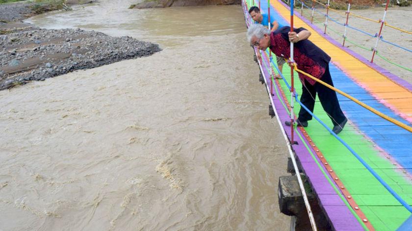 Penyangga Jembatan Pelangi Purbalingga Lepas Diterjang Banjir Kab