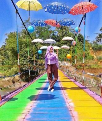 Pesona Keindahan Destinasi Wisata Jembatan Pelangi Rembang Jawa Tengah Sarankan