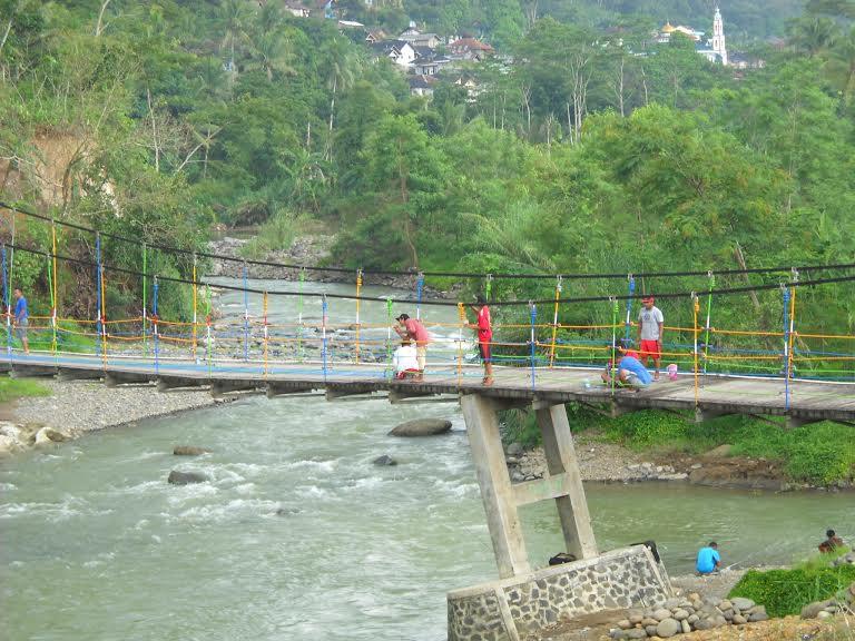 Purbalingga Semangat Membangun Desa Wisata Kabare Bralink Jembatan Pelangi Bantarbarang