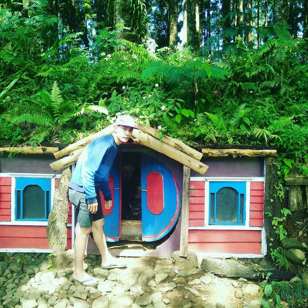 Kampung Kurcaci Purbalingga Wisata Alam Bernuansa Desa Hobit Kab