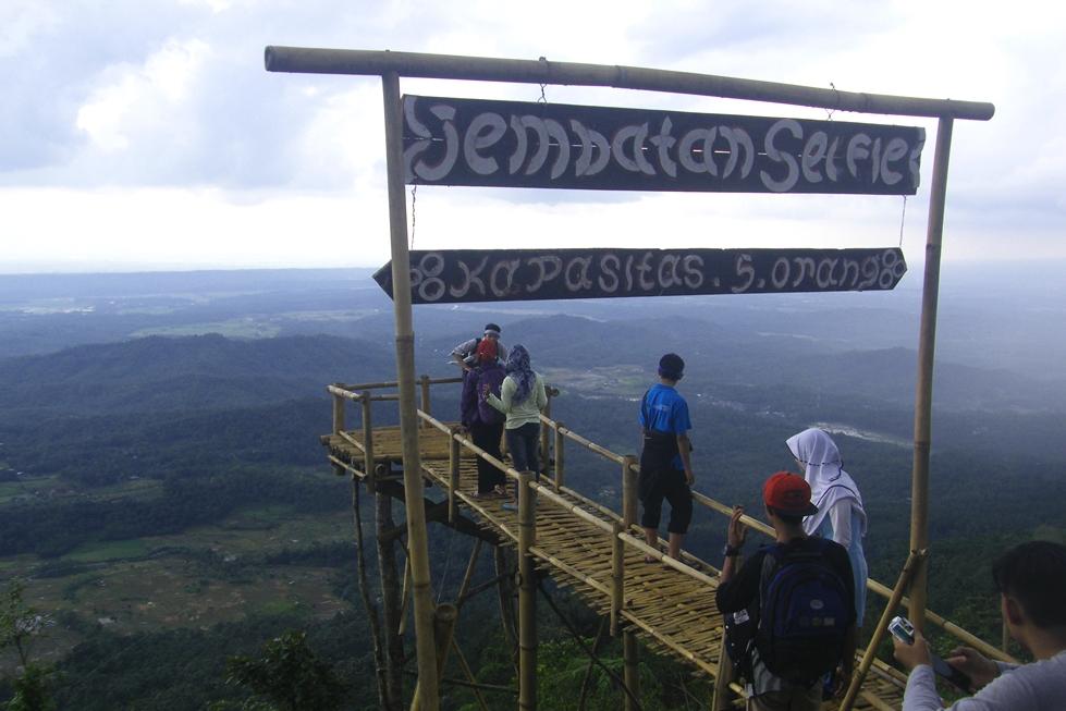 Jalan Puncak Bukit Sendaren Desa Panusupan Rembang Akhirnya Setelah 1