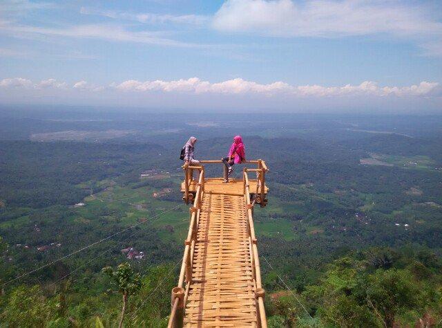 Jembatan Atas Awan Spot Selfie Favorit Desa Wisata Panusupan Sportourism