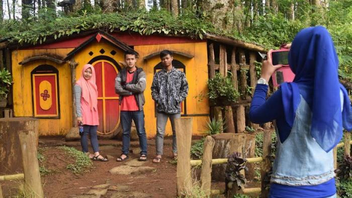 Menikmati Wisata Ala Hobbit Kampung Kurcaci Purbalingga Tribun Ruman Pohon