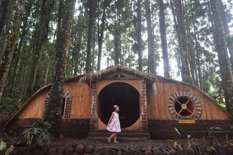 Nggak Kalah Sama Bandung Jogja Purbalingga Punya Rumah Hobbit Ngadem