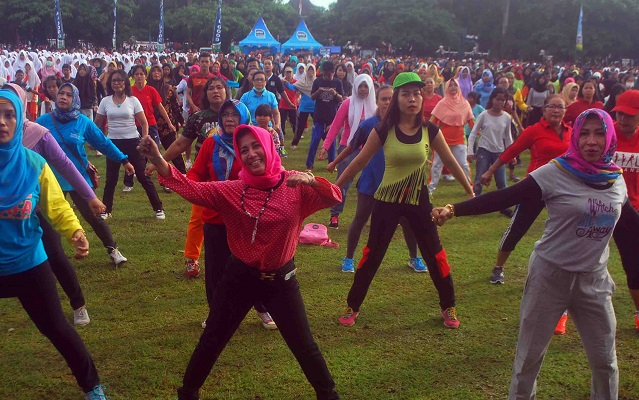 Berkumpul Alun Purworejo 15 000 Warga Senam Sak Obahe Kab
