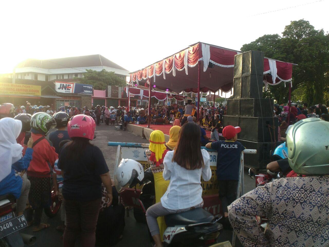 Kegiatan Malam Pergantian Alun Purworejo Penuh Panggung Tribratanewspurworejo Hari Minggu