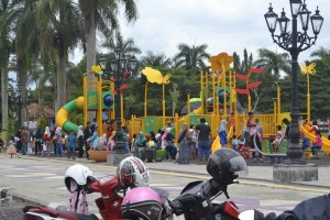 Minggu Alun Jadi Pusat Perhatian Warga Epurworejo Wahana Permainan Anak