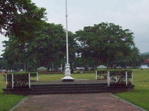 Pesona Keindahan Wisata Alun Kota Purworejo Jawa Tengah Sarankan Mencari