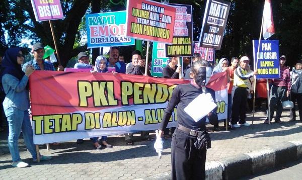 Tolak Relokasi Pkl Alun Purworejo Geruduk Dewan Kebumen Kab