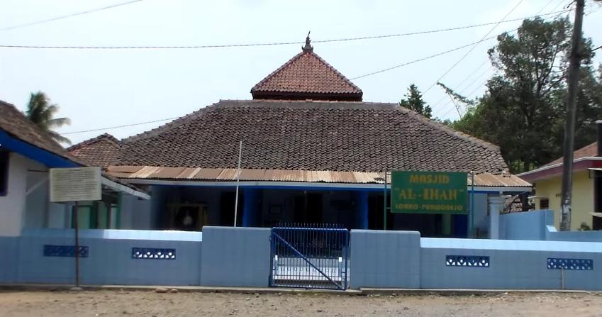 Tempat Wisata Purworejo Kawan Kurnia Tour Travel Masjid Loano Benteng