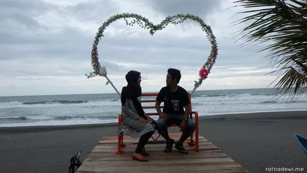 Pantai Jetis Penuh Cinta Spot Foto Kekinian 2 Ketawang Kab