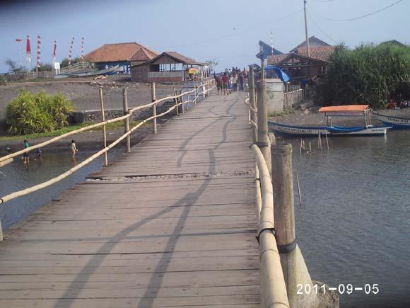 Wisata Pantai Pasir Puncu Indah Pengunjung Bisa Naik Perahu Ketawang