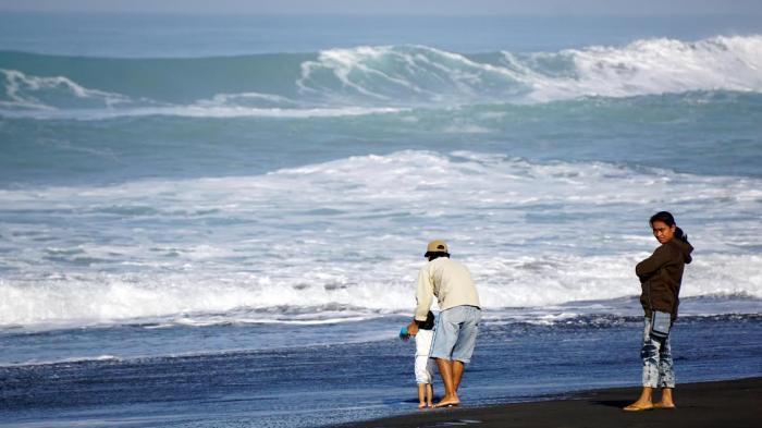 Keindahan Pantai Jatimalang Purworejo Jawa Tengah Harga Tiket Masuk Pasir