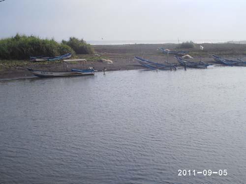 Wisata Pantai Pasir Puncu Indah Pengunjung Bisa Naik Perahu Lokasi