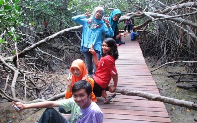 Sukses Rehabilitasi Saatnya Hutan Mangrove Pasar Banggi Rembang Wefie Sejumlah