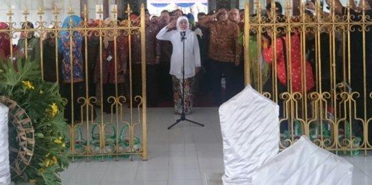 Hari Kartini Menteri Sosial Kunjungi Makam Rembang Khofifah Indar Parawansa