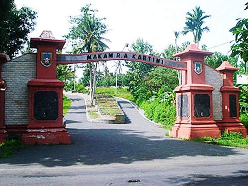 Jalan Ziarah Makam Ra Kartini Mantingan Rembang Gambar Gapuro Bulu