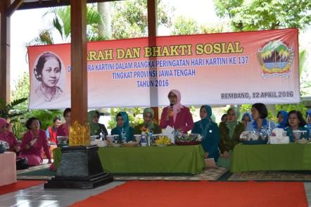 Ketua Bhayangkari Jateng Rembang Ziarah Makam Ra Kartini Baksos Bersama