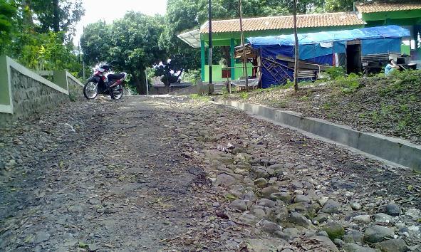 Kondisi Jalan Masuk Makam Ra Kartini Memprihatinkan Berita Rembang Akses