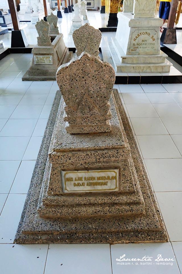 Makam Pahlawan Nasional Kartini Djojo Adhiningrat Rembang Bersebelahan Raden Soedjirah