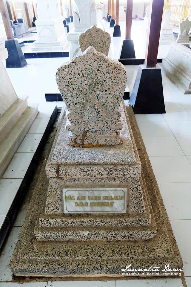 Makam Pahlawan Nasional Kartini Djojo Adhiningrat Rembang Hampir Meninggalkan Kompleks