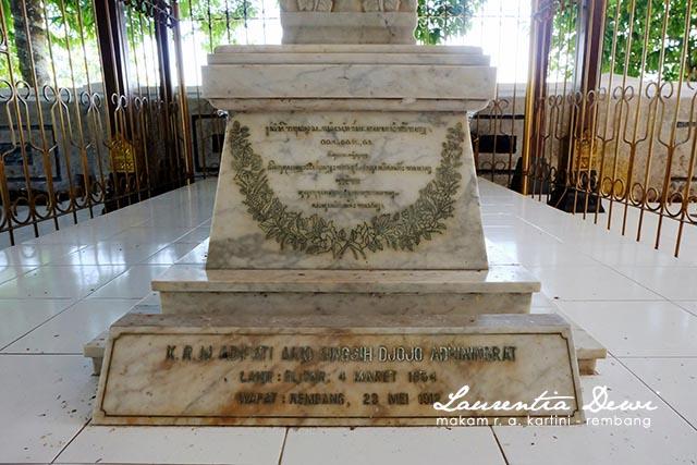 Makam Pahlawan Nasional Kartini Djojo Adhiningrat Rembang Posisi Bupati Adipati
