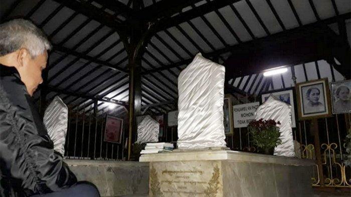 Malam Jumat Ganjar Pranowo Ziarahi Makam Ra Kartini Rembang Raden
