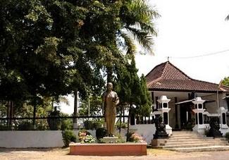 Pesona Wisata Religi Makam Ra Kartini Bulu Rembang Jawa Tengah