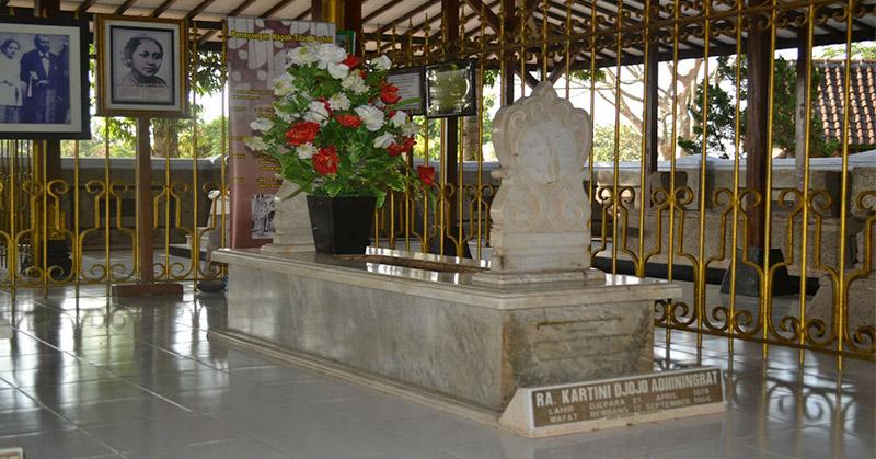 Wisata Rembang Makam Ra Kartini Hingga Menelusuri Kota Https Img